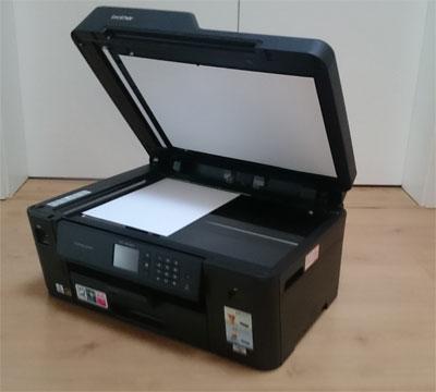 Brother MFC J6530DW offen mit Papier